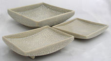 three rimed serving dishes for oriental tableware, tres platos para servir para vajilla oriental