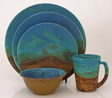 set of four stoneware dishes & mug with landscape decoration, juego de cuatro platos y tarro en ceramica de alta temperaturacon paisajes