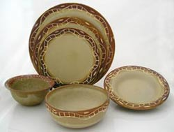 stoneware dish set in earth colors & traditional design, juego de platos de gress con decoracion tradicional